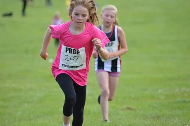 Kady Thompson, in the pink top, sprinting to the finish. Photo by Nick Olszewski