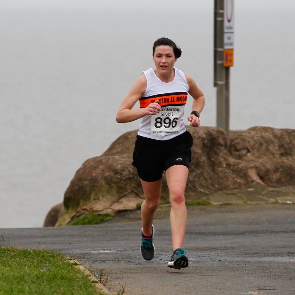 Elizabeth Mullan at the Sweatshop 10 Mile race. Photo by David Wood