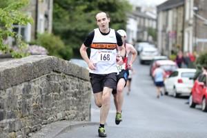 Jason finishing strongly at Pinhaw. Photo by David Belshaw